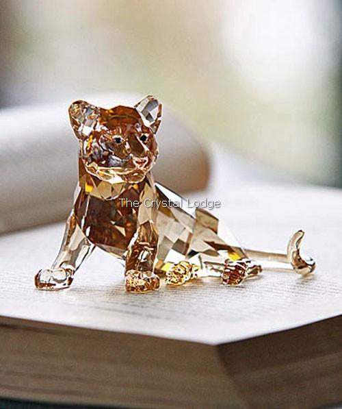 Swarovski_2010_annual_edition_tiger_cub_sitting_1016678   The Crystal Lodge