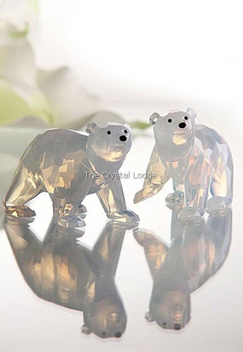 Swarovski_2011_annual_edition_polar_bear_cubs_white_opal_1080774   The Crystal Lodge
